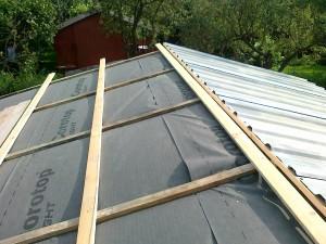 37 zakładanie poszycia dachu