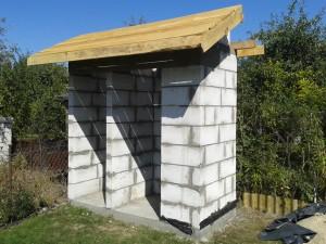 Przycinanie desek przedniej połaci dachu